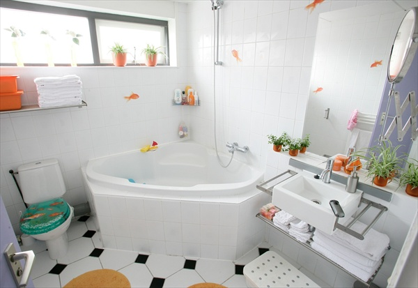 bathroom accessories ideas for small spaces