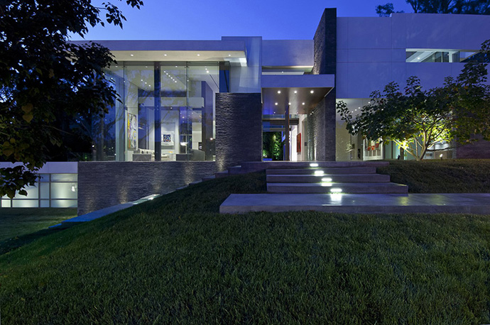 Summit House Of Beverly Hills on Modern Summit House In Beverly Hills