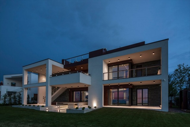 Exclusive lakeside home in balatonbogl r by t th project for Duplex project
