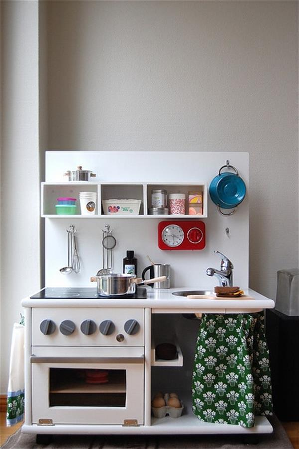 10 Kitchen And Home Decor Items Every 20 Something Needs: 10 DIY Play Kitchen Sets